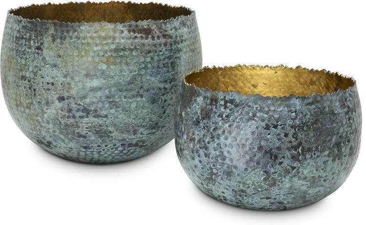 Vases and bowls as decoration